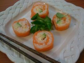 Maki-sushi di salmone affumicato